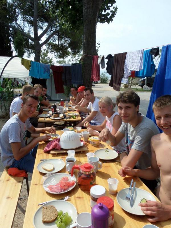 Samen eten op de camping