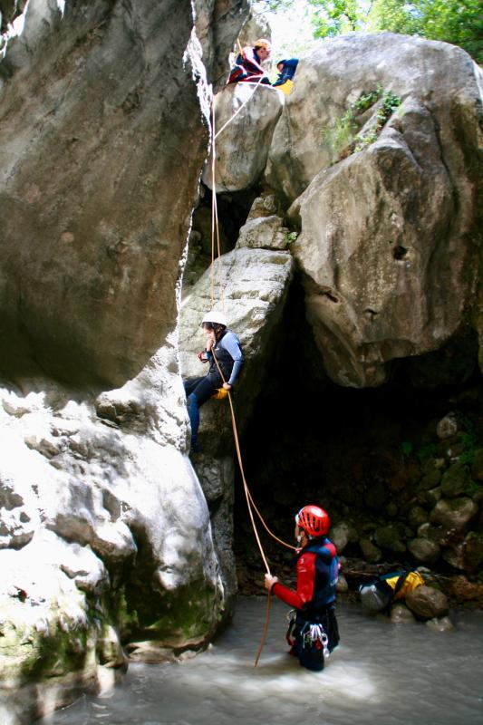 Abseilen tijdens canyoning