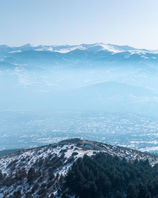 Besneeuwde bergen bij Skopje
