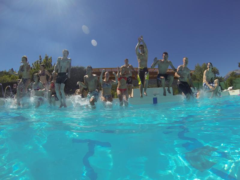 Gezelligheid bij het zwembad