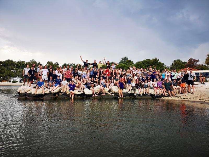 Groepsfoto samen met alle leeftijdsgroepen!