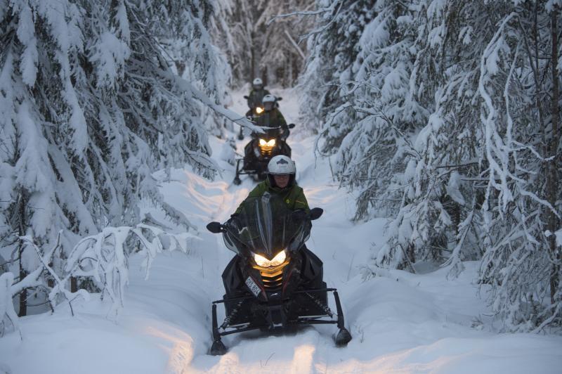 groepsreis sneeuwscootertocht