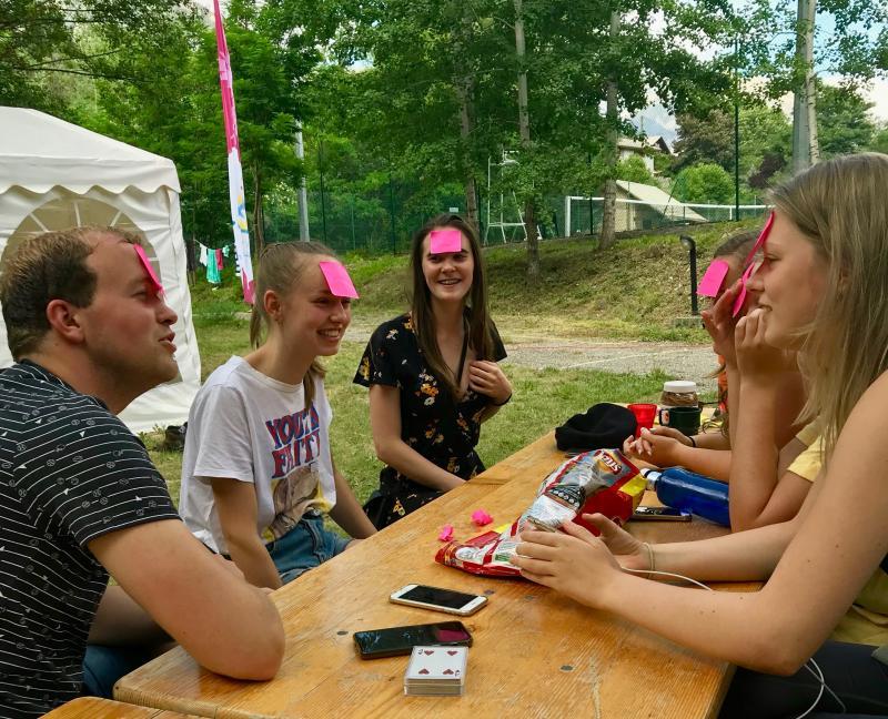 Spelletjes spelen op de camping