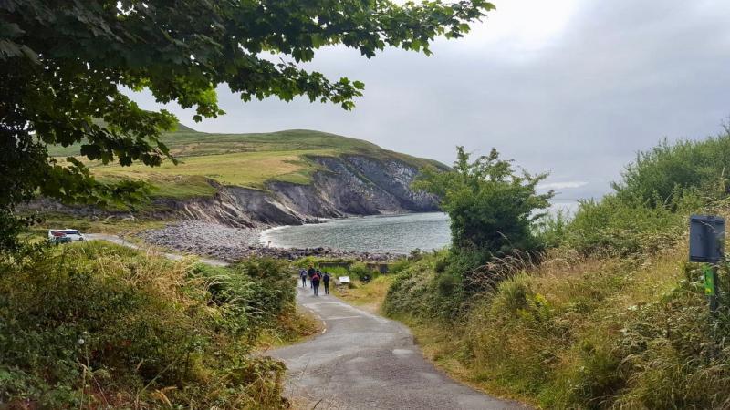 Wandelen naar de Cliffs of Moher