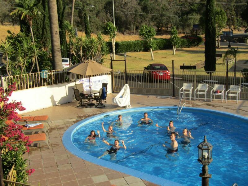 Zwembad bij 1 vd hotels